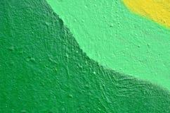 Δονούμενος πολύχρωμος χρωματισμένος τοίχος Στοκ φωτογραφία με δικαίωμα ελεύθερης χρήσης