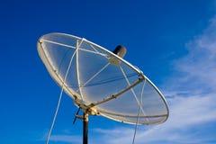 Δορυφορικά πιάτα. Στοκ εικόνα με δικαίωμα ελεύθερης χρήσης