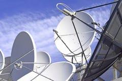 Δορυφορικές πιάτο και κεραία Στοκ Φωτογραφίες
