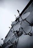δορυφορικός τοίχος πιάτων Στοκ Φωτογραφίες