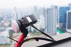 Δορυφόρος κινηματογραφήσεων σε πρώτο πλάνο για τη TV στην οικοδόμηση Στοκ φωτογραφία με δικαίωμα ελεύθερης χρήσης