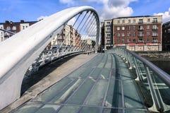 ΔΟΥΒΛΙΝΟ, ΙΡΛΑΝΔΙΑ - 25 ΑΥΓΟΎΣΤΟΥ 2018: Γέφυρα του James Joyce στοκ εικόνα με δικαίωμα ελεύθερης χρήσης