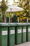 Δοχεία ανακύκλωσης πλεονεξίας Στοκ Εικόνες