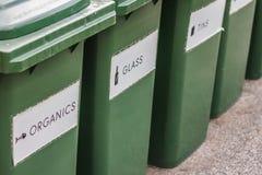 Δοχεία ανακύκλωσης πλεονεξίας Στοκ Εικόνα
