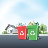 Δοχεία αποβλήτων οικιακής ανακύκλωσης έξω από ένα σπίτι ελεύθερη απεικόνιση δικαιώματος