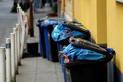 Δοχεία απορριμάτων Στοκ φωτογραφίες με δικαίωμα ελεύθερης χρήσης