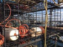 Δοχεία καβουριών στην αποβάθρα (Στενός επάνω) Στοκ Εικόνες