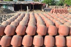 Δοχεία σε Kumbharwada, Ahmedabad στοκ φωτογραφίες