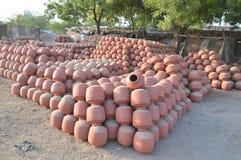 Δοχεία στο kumbharwada, sarkhej περιοχή, Ahmedabad στοκ φωτογραφίες