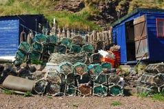 Δοχεία, σχοινιά, κιβώτια και καλύβα αστακών στο λιμάνι του ST Abbs Στοκ εικόνα με δικαίωμα ελεύθερης χρήσης