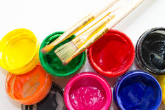 Δοχεία του χρώματος και μιας βούρτσας Στοκ Εικόνα