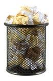 Δοχείο αποβλήτων με το τσαλακωμένο έγγραφο Στοκ εικόνες με δικαίωμα ελεύθερης χρήσης