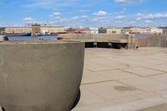 Δοχείο γρανίτη στην προκυμαία Στοκ φωτογραφία με δικαίωμα ελεύθερης χρήσης