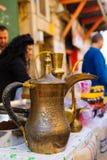 Δοχείο καφέ σε μια αγορά Χριστουγέννων Στοκ φωτογραφία με δικαίωμα ελεύθερης χρήσης