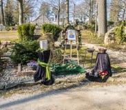 Δοχείο που στέκεται μπροστά από τον τάφο Στοκ Φωτογραφίες