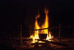 Δοχείο στη φωτιά Στοκ φωτογραφία με δικαίωμα ελεύθερης χρήσης