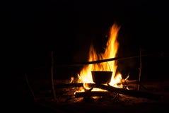 Δοχείο στη φωτιά Στοκ φωτογραφίες με δικαίωμα ελεύθερης χρήσης