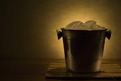Δοχείο ψύξης με τον πάγο Στοκ φωτογραφία με δικαίωμα ελεύθερης χρήσης