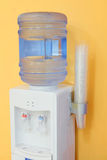 Δοχείο ψύξης νερού σε ένα γραφείο Στοκ εικόνα με δικαίωμα ελεύθερης χρήσης