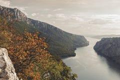 Δούναβης στο εθνικό πάρκο Djerdap, Σερβία Στοκ εικόνα με δικαίωμα ελεύθερης χρήσης