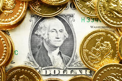 Δολάρια ένα και χρυσά νομίσματα Στοκ φωτογραφία με δικαίωμα ελεύθερης χρήσης