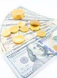 Δολάρια και χρυσά νομίσματα Στοκ εικόνες με δικαίωμα ελεύθερης χρήσης