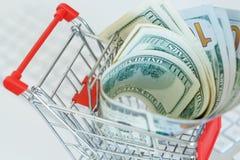 Δολάρια στο κάρρο αγορών σε ένα πληκτρολόγιο υπολογιστών Στοκ Φωτογραφία