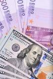 Δολάριο και ευρο- τραπεζογραμμάτια στον πίνακα Στοκ Φωτογραφία