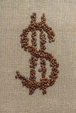 Δολάριο που γίνεται από τα φασόλια καφέ Στοκ φωτογραφία με δικαίωμα ελεύθερης χρήσης