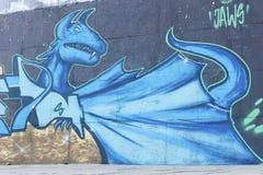 Δράκος γκράφιτι Αστικός πολιτισμός ζωηρόχρωμος καλυμμένος τοίχος οδών γκράφιτι τέχνης Στοκ εικόνες με δικαίωμα ελεύθερης χρήσης