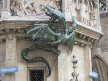 Δράκος που αναρριχείται στο Ratskeller, Μόναχο, Γερμανία Στοκ Φωτογραφία