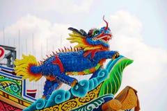 Δράκος στη στέγη στην κινεζική αρχιτεκτονική ναών στοκ φωτογραφία με δικαίωμα ελεύθερης χρήσης