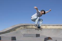 Δράση Skateboarder στον αέρα Στοκ φωτογραφία με δικαίωμα ελεύθερης χρήσης