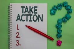 Δράση Talke κειμένων γραφής Η έννοια που σημαίνει ενισχυτικός τι λέτε όχι μόνο λέξεις αλλά μέσω του δείκτη σημειωματάριων στοιχεί στοκ φωτογραφίες