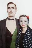 Δράστες θεάτρων ζεύγους σε μια αναδρομική κινηματογράφηση σε πρώτο πλάνο ύφους στοκ εικόνες