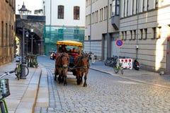 Δρέσδη, Γερμανία - 10 Οκτωβρίου 2018: επισκέψεις της Γερμανίας Ιστορικές κτήρια και οδοί της Δρέσδης Περιοχές και τετράγωνα πάρκω στοκ φωτογραφία
