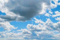 Δραματικά νεφελώδη σύννεφα ουρανού - φυσικό υπόβαθρο ουρανού Φυσική άποψη τοπίων ουρανού Στοκ φωτογραφίες με δικαίωμα ελεύθερης χρήσης