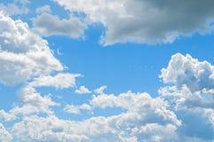 Δραματικά νεφελώδη σύννεφα ουρανού - φυσικό υπόβαθρο ουρανού Φυσική άποψη τοπίων ουρανού Στοκ Εικόνες