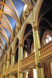 Δραματικές αψίδες της βασιλικής της Notre Dame στο Μόντρεαλ Καναδάς Στοκ Φωτογραφία