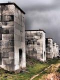 Δραματική άποψη κατά μήκος των αδρανών πύργων δυτικών πλευρών στοκ φωτογραφίες
