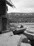 Δραματική άποψη των ερειπίων μέσα στο ναζιστικό ναυπηγείο δικαστηρίων στοκ φωτογραφία με δικαίωμα ελεύθερης χρήσης