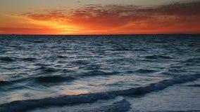 Δραματικός βρόχος ηλιοβασιλέματος παραλιών απόθεμα βίντεο