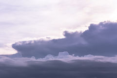 Δραματικός γκρίζος και άσπρος ουρανός Στοκ φωτογραφία με δικαίωμα ελεύθερης χρήσης