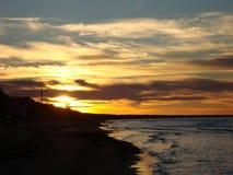 Δραματικός ουρανός βραδιού πριν από το ηλιοβασίλεμα στοκ φωτογραφίες