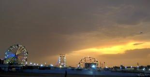 Δραματικός ουρανός και καλοκαίρι καρναβάλι στοκ φωτογραφία με δικαίωμα ελεύθερης χρήσης