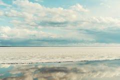 Δραματικός ουρανός κιρκιριών, κλίση πάγου στη θάλασσα Στοκ εικόνες με δικαίωμα ελεύθερης χρήσης