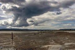 Δραματικός ουρανός πέρα από το νησί λιμενοβραχιόνων Στοκ Εικόνα