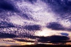 Δραματικός ουρανός πολύ νεφελώδης Στοκ Φωτογραφία