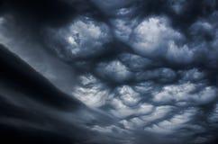 Δραματικός ουρανός πριν από τη θύελλα Στοκ Εικόνες