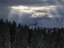 Δραματικός ουρανός στο βουνό Στοκ Εικόνα